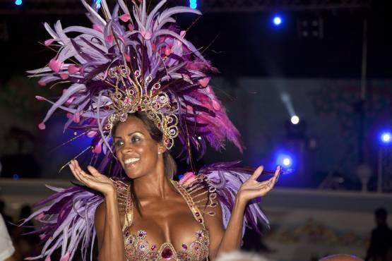 Группа латиноамериканских танцоров отеля Strand Delfini Terme Искья