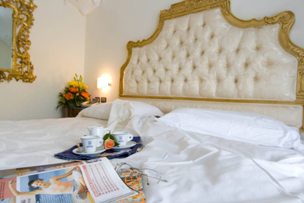 """Fuga d'amore di primavera"" Luxury Accomodation in Royal Suite - week-end"